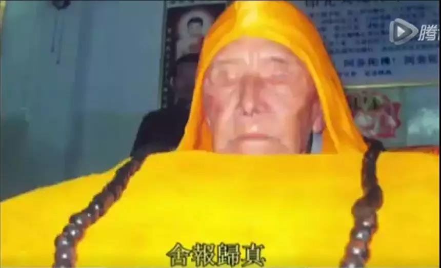 海贤好和尚入缸仪式.jpg